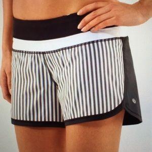 Lululemon Groovy Run Short Stripes Black White 6